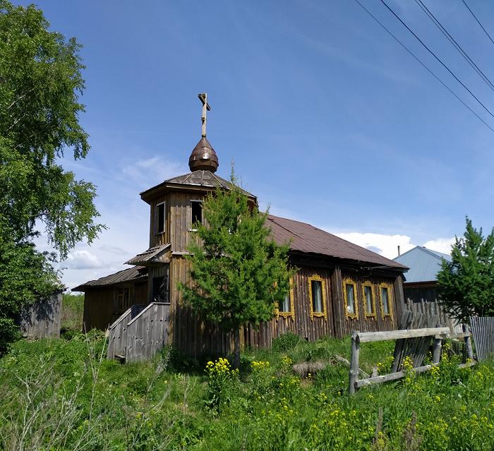 Заброшенная часовня одного из направлений альтернативного православия в деревне Полупочинки. Фото Юлии Крашенинниковой